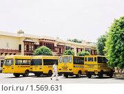Купить «Автобусная стоянка в Джайпуре. Скан с плёнки», эксклюзивное фото № 1569631, снято 10 апреля 2020 г. (c) Free Wind / Фотобанк Лори