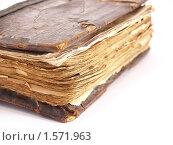 Старинная книга в деревянном переплете на белом фоне. Стоковое фото, фотограф Алешечкина Елена / Фотобанк Лори