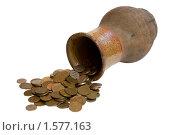 Старинный кувшин с монетами изолированный на белом фоне. Стоковое фото, фотограф Андрей Филиппов / Фотобанк Лори