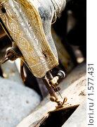 Старая швейная машинка, фото № 1577431, снято 29 апреля 2009 г. (c) Юрий Бельмесов / Фотобанк Лори
