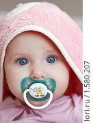 Малышка в розовом капюшоне (2010 год). Редакционное фото, фотограф Анна Макеичева / Фотобанк Лори