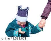 Мать держит за руку рыдающего сына,изолировано. Стоковое фото, фотограф Константин Бабенко / Фотобанк Лори