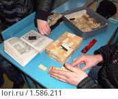 Обучение выкладыванию камина по чертежу, фото № 1586211, снято 1 февраля 2010 г. (c) Юрий Зуев / Фотобанк Лори