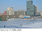 Купить «Москва-река. Весна.  Рыбаки. Город», эксклюзивное фото № 1586359, снято 13 марта 2010 г. (c) Алёшина Оксана / Фотобанк Лори