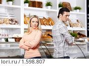 Купить «Ссора в магазине», фото № 1598807, снято 23 февраля 2010 г. (c) Raev Denis / Фотобанк Лори