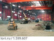 Купить «Строительная техника в цехе завода», фото № 1599607, снято 22 марта 2010 г. (c) Кекяляйнен Андрей / Фотобанк Лори