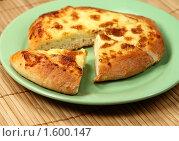 Купить «Сырная лепешка (хачапури)», фото № 1600147, снято 7 августа 2009 г. (c) ElenArt / Фотобанк Лори