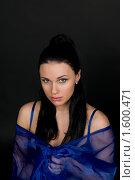 Купить «Девушка в синей дымке шелка», фото № 1600471, снято 3 марта 2010 г. (c) Okssi / Фотобанк Лори