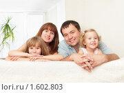 Купить «Счастливая семья дома», фото № 1602803, снято 4 октября 2009 г. (c) Гладских Татьяна / Фотобанк Лори