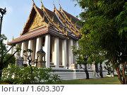 Купить «Буддийский храм. Бангкок», фото № 1603307, снято 26 декабря 2009 г. (c) Марина Чиркова / Фотобанк Лори
