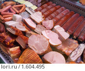 Мясные продукты на прилавке в магазине. Стоковое фото, фотограф Яков Филимонов / Фотобанк Лори