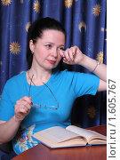 Купить «Женщина протирает глаза», эксклюзивное фото № 1605767, снято 4 апреля 2010 г. (c) Мария Зубарева / Фотобанк Лори
