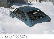 Машина в снегу. Стоковое фото, фотограф Светлана Пирожук / Фотобанк Лори