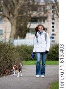 Купить «Девушка гуляет с собакой», фото № 1613403, снято 28 марта 2010 г. (c) Петр Кириллов / Фотобанк Лори