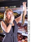 Купить «Фу, как воняет тухлая рыба в магазине...», фото № 1622223, снято 11 апреля 2010 г. (c) Баевский Дмитрий / Фотобанк Лори