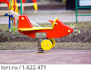 Купить «Детская пружинная качалка», фото № 1622471, снято 9 апреля 2010 г. (c) Сергей Лаврентьев / Фотобанк Лори