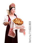 Купить «Традиционный ритуал встречи гостей хлебом и солью», фото № 1622803, снято 10 апреля 2010 г. (c) Ирина Карлова / Фотобанк Лори