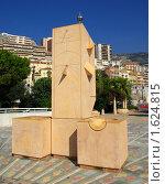 Купить «Солнечные часы на площади в Монте-Карло», фото № 1624815, снято 24 сентября 2009 г. (c) Раппопорт Михаил / Фотобанк Лори