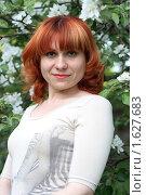 Девушка в яблочном цвету (2009 год). Редакционное фото, фотограф Мельничук Александр / Фотобанк Лори
