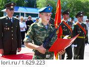 Купить «Десантник принимает военную присягу», фото № 1629223, снято 12 июля 2009 г. (c) Сорокина Юлия / Фотобанк Лори