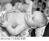 Ребенок на животе у мамы. Стоковое фото, фотограф Helen Balakshina / Фотобанк Лори