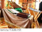 Купить «Старинная книга библия в православной церкви», фото № 1630731, снято 8 февраля 2009 г. (c) Алексей Многосмыслов / Фотобанк Лори