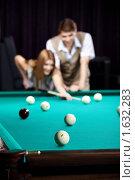 Купить «Молодая пара», фото № 1632283, снято 1 апреля 2010 г. (c) Raev Denis / Фотобанк Лори
