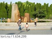 Япония. Парк города Осака с декоративными камнями и деревьями (2008 год). Редакционное фото, фотограф Андрей Солодовников / Фотобанк Лори