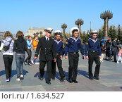 Купить «Матросы гуляют в  Парке Победы на Поклонной Горе. Москва», эксклюзивное фото № 1634527, снято 1 мая 2009 г. (c) lana1501 / Фотобанк Лори