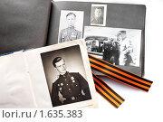 Купить «Георгиевская лента на фотоальбомах военных лет», фото № 1635383, снято 11 апреля 2010 г. (c) Татьяна Скрипниченко / Фотобанк Лори