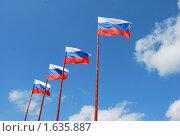 Четыре российских флага на фоне голубого неба с облаками. Стоковое фото, фотограф Гаянэ Григорян / Фотобанк Лори
