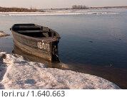 Лодка на Волге. Стоковое фото, фотограф Евгений Селезнев / Фотобанк Лори