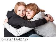 Обнимающиеся девушки. Стоковое фото, фотограф Светлана Широкова / Фотобанк Лори