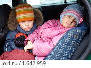 Купить «Грустные мальчик с девочкой в зимней одежде в машине», фото № 1642959, снято 8 марта 2009 г. (c) Losevsky Pavel / Фотобанк Лори