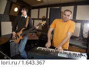 Купить «Репетиция рок-группы», фото № 1643367, снято 26 октября 2009 г. (c) Losevsky Pavel / Фотобанк Лори