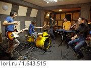 Купить «Рок-группа», фото № 1643515, снято 26 октября 2009 г. (c) Losevsky Pavel / Фотобанк Лори