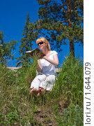 Купить «Девушка с книгой», фото № 1644079, снято 22 июня 2008 г. (c) Александр Рябов / Фотобанк Лори