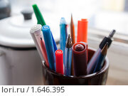 Пишущие предметы в стакане. Стоковое фото, фотограф Анна Кондрашова / Фотобанк Лори