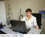 Купить «Врач за работой», фото № 1647751, снято 27 марта 2010 г. (c) Татьяна Крамаревская / Фотобанк Лори