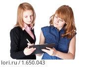 Портрет двух девушек с папкой. Стоковое фото, фотограф Светлана Широкова / Фотобанк Лори