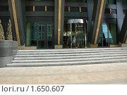 Купить «Современное офисное здание», фото № 1650607, снято 8 апреля 2010 г. (c) Литова Наталья / Фотобанк Лори