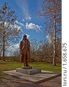Купить «Памятник Сергею Есенину в селе Константиново», эксклюзивное фото № 1658675, снято 24 апреля 2010 г. (c) Виктор Тараканов / Фотобанк Лори