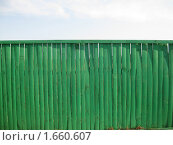 Зеленый забор и небо. Стоковое фото, фотограф Артём Горин / Фотобанк Лори