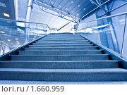Купить «Лестница в бизнес-центре», фото № 1660959, снято 15 апреля 2010 г. (c) Бабенко Денис Юрьевич / Фотобанк Лори