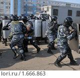 Купить «Пресечение массовых беспорядков», эксклюзивное фото № 1666863, снято 12 апреля 2010 г. (c) Free Wind / Фотобанк Лори