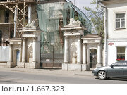 Усадьба Шапулиных-Сорокиных в Ярославле, ворота (2009 год). Редакционное фото, фотограф Петр Бюнау / Фотобанк Лори