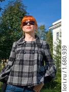 Купить «Девушка в черных очках», фото № 1680939, снято 10 августа 2008 г. (c) Александр Рябов / Фотобанк Лори