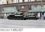 Купить «Танк Т-34 - танк времен Великой Отечественной войны на параде Победы», фото № 1682427, снято 6 мая 2010 г. (c) Наталья Волкова / Фотобанк Лори