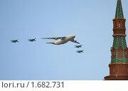 """Купить «Грузовой военно-транспортный самолет Ан-124 """"Руслан"""" в сопровождении истребителей Су-29  в небе на параде Победы», фото № 1682731, снято 18 октября 2009 г. (c) Наталья Волкова / Фотобанк Лори"""