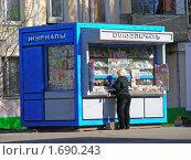 """Купить «Москва. Киоск """"Союзпечать"""" на Онежской улице», эксклюзивное фото № 1690243, снято 19 апреля 2010 г. (c) lana1501 / Фотобанк Лори"""